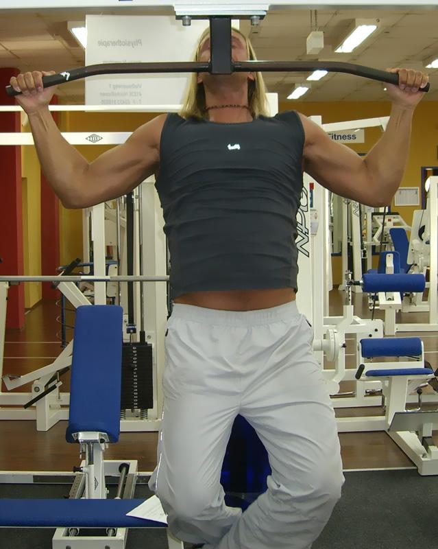 Gegen brust training hängende Die 15