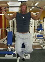 Übung: Klimmzüge in den Nacken